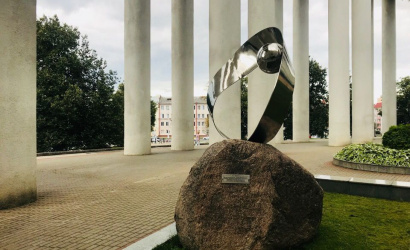 The monument to the Mobius strip